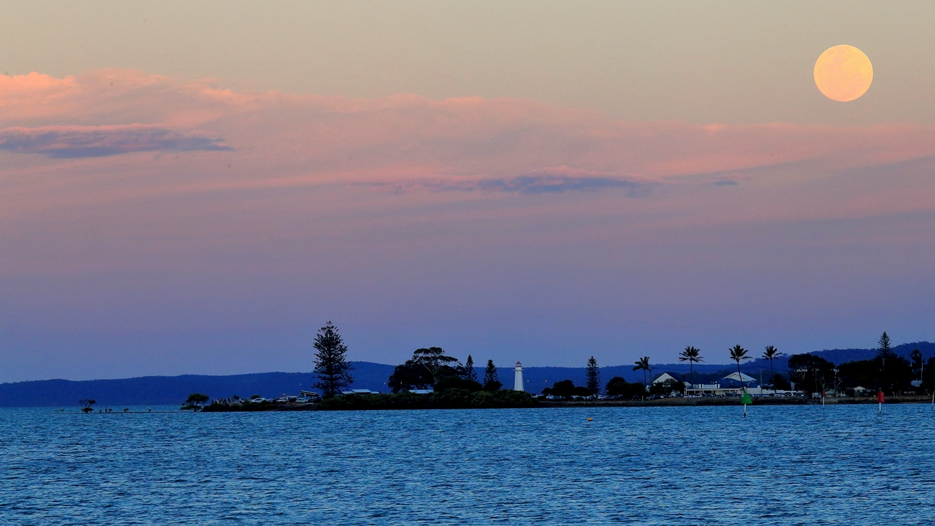 Supermoon rising over Cleveland Point